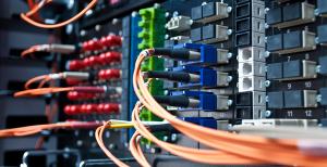 Serveur informatique avec câbles de fibre multimode